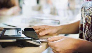 В каких банкоматах можно снять деньги с Тинькофф