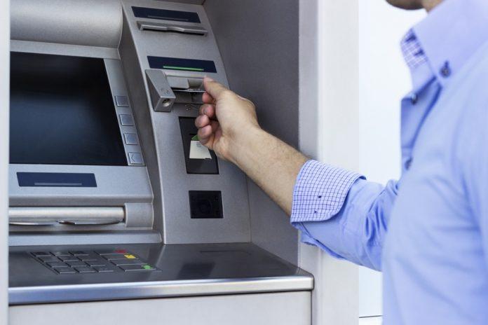 Как перевести деньги на карту Сбербанка через банкомат без карты