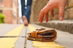 Изображение - Что делать, если потерял карточку сбербанка и нужно снять деньги %D0%A3%D1%82%D0%B5%D1%80%D1%8F-%D0%BA%D0%B0%D1%80%D1%82%D1%8B-300x199